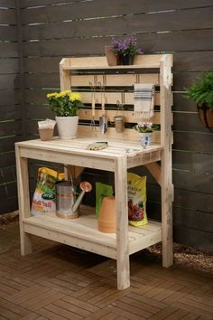 Aren't these some really amazing Pallet garden furniture plans? Adorn your patio with one of these pallet furniture items as soon Potting Bench With Sink, Pallet Potting Bench, Pallet Garden Benches, Pallet Desk, Potting Tables, Pallet Garden Furniture, Furniture Plans, Pallet Work Bench, Pallet Patio