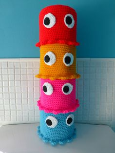 Items similar to Handmade crochet pacman toilet roll cover - red, blue, yellow or pink on Etsy Crochet Kitchen, Crochet Home, Love Crochet, Crochet Crafts, Yarn Crafts, Crochet Baby, Crochet Projects, Knit Crochet, Crochet Toilet Roll Cover