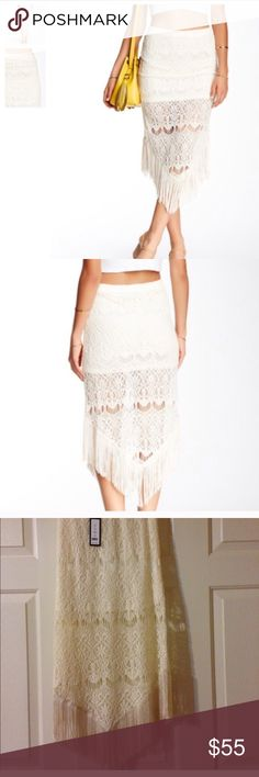 Nwt Romeo and Juliet Couture skirt No flaws has stretch Romeo & Juliet Couture Skirts Midi