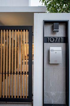 Kradoan House,© Krisada Boonchaleow mauer Gallery of Kradoan House / Thiti Ophatsodsai - 15 House Fence Design, Modern Fence Design, Front Gate Design, Door Gate Design, Modern House Design, Modern Pergola, Metal Pergola, Backyard Pergola, Patio