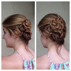 #canvasboone #canvasbeautybar #makingbeautysocial #updo #rosebun #rosebraid #braids #braidedhair #cuteupdo @siermueller
