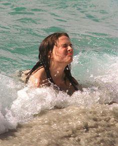 Natalie Portman Bikini, Natalie Portman Young, Natalie Portman Star Wars, In Hollywood, Hollywood Celebrities, Nathalie Portman, Bella Hadid Outfits, Malibu Barbie, Aesthetic Women
