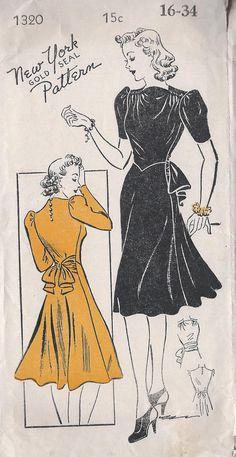 (¯`'•.ೋ…Vintage 1940's Misses' Shirred  Dress New York Gold Seal 1320