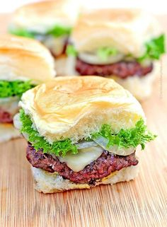 Gouda Grilled Onion Sliders from /wearsmanyhats/