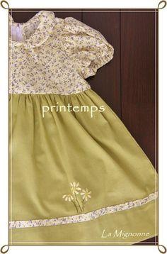 小花プリント×落ち着いたグリーンのお色目のワンピースです。スカート部分がさみしくならないように、小花プリントを挟み込み、手刺繍でワンポイントを入れ...|ハンドメイド、手作り、手仕事品の通販・販売・購入ならCreema。