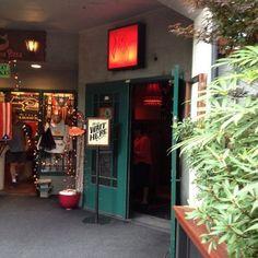 The Zig Zag Café - Seattle, WA, 1501 Western (DOWNTOWN/WATERFRONT - on the hillclimb) zigzagseattle.com happy hour mon- fri 5 pm - 7 pm.  limited happy hour food, calamari, prawns, house pie, bruscetta or nuts $3- $8