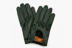 The Authentic Race driving gloves by The Outlierman, makers of fine accessories for the gentleman driver, are a pair of classically styled driving gloves that is a must have item for anyone that enjoys a any form of spirited driving.