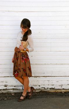 Love this informal skirt look! I have a bunch of cute skirts but I have a hard time figuring out how to dress them down sometimes. <3