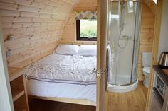 Family-sized, wooden, ensuite glamping pods in the eastern hills of the Peak District. : Family-sized, wooden, ensuite glamping pods in the eastern hills of the Peak District. Garden Pods, Arched Cabin, Camping Pod, Structural Insulated Panels, Cool Tents, Tiny House Cabin, Home Design Plans, House Rooms, Jacuzzi