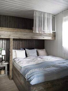 The room is space of the house that has a particular part in turning into a component of the interior home. It ought not to be too stark in decorating a room as it is for sure that you will wind up… Cottage Design, House Design, Design Room, Floor Design, Bunk Rooms, Bedrooms, Ideas Hogar, Suites, Home Bedroom