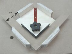 Make Your Own Miter Clamps / Fabriquez vos propres serre-joints d'angle