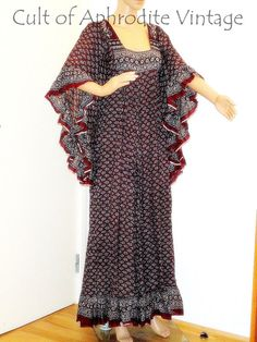 Vintage 70s Indian Ethnic Floral Pattern Ruffled Angel Sleeves Cotton Hippie Boho Caftan Maxi DRESS