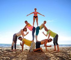 to Six-pack Abs Workout Program Group Yoga Poses, Acro Yoga Poses, Yoga Poses For Two, Partner Yoga Poses, Partner Acrobatics, Gymnastics Tricks, Six Pack Abs Workout, Yoga Photos, Yoga Posen