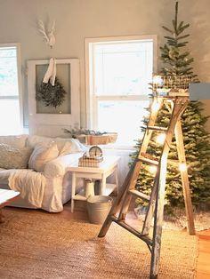 Little Farmstead: A Farmhouse Christmas Blog Tour...