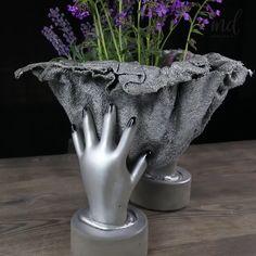 Cement Art, Concrete Crafts, Concrete Garden, Diy Cement Planters, Cement Flower Pots, Diy Crafts For Home Decor, Diy Crafts Hacks, Unique Garden Decor, Diy Clay
