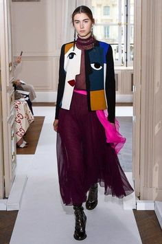 See the complete Schiaparelli Fall 2017 Couture collection.