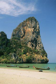 ✭ Boats and rock formation at Railey Beach on the Andaman Sea Coast - Thailand