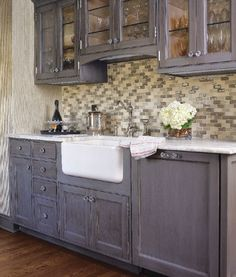 Colonial Revival Image Gallery - Connecticut Cottages & Gardens | PHOTOGRAPH BY ELLEN MCDERMOTT | IN THE DETAILS | The butler's pantry features custom cabinetry by Crane Woodworking. {slide 9}