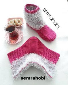 Easy Women Booties Model / Zwei Skating Booties Model / Mitgift Women Booties Model - Y . - Nuray Akyel - - Easy Women Booties Model / Zwei Skating Booties Model / Mitgift Women Booties Model - Y .How To Make Booties With Bow - Crochet Or Knit - Salvabran Baby Knitting Patterns, Loom Knitting, Knitting Socks, Crochet Ripple, Crochet Stitches, Crochet Baby, Crochet Boots, Crochet Clothes, Lace Knitting