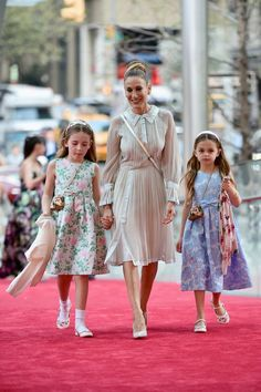 Sarah Jessica Parker's Twin Daughters Join Their Stylish Mom For a Fun  Night at the Ballet