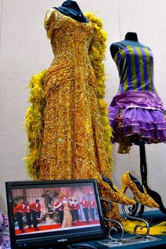 Gold dress worn by Barbara Streisand in Hello Dolly costume designer Irene Sharaff Hollywood Gowns, Hollywood Costume, Vintage Hollywood, Theatre Costumes, Movie Costumes, Edwardian Fashion, Vintage Fashion, Funny Girl Musical, I Love Fashion