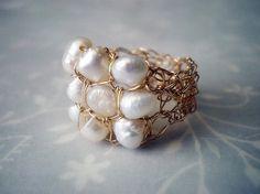 Crochet gold filled wire ring crochet pearls ring von Lilyja