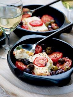 Pascale Naessens recipe - Warm feta with tomatoes and olives Feta, Tapas, Vegetarian Recipes, Healthy Recipes, Good Food, Yummy Food, Ham And Cheese, Kitchen Recipes, Healthy Life