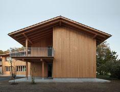 """Das sind die Gewinner des Wettbewerbs """"Die schönsten Holzhäuser 2020"""" aus Deutschland, Österreich und der Schweiz. Building Design, Building A House, Wood Siding, Modern Barn, Architect House, Architectural Elements, Decoration, Garage Doors, Shed"""
