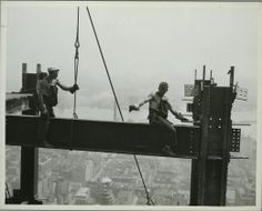 From its completion in 1931 until construction of the World Trade Center's North Tower in the Empire State Building stood as the tallest building in the world. Empire State Building, Construction Worker, Under Construction, Construction Images, World Trade Center, Ellis Island, Old Pictures, Old Photos, Vintage Photos