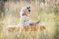 Good tips here-What to wear? It's the number one question photographers get asked. Photographer, Heather Gibb shares her foolproof tips for dressing picture perfect. Fall Photos, Cute Photos, Pretty Pictures, Children Photography, Family Photography, Photography Poses, Kid Poses, Sibling Poses, Foto Fun