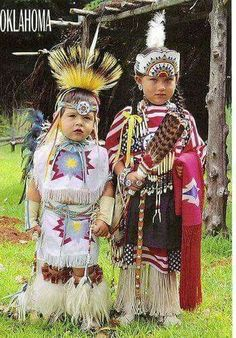 Native American children //Awe, absolutely beautiful, so precious EL// Native Child, Native American Children, Native American Beauty, Native American Photos, Native American Tribes, American Indian Art, Native American History, American Indians, American Symbols