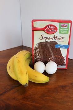 Three ingredient banana chocolate muffins: 1 box of chocolate cake mix, mashed bananas and 2 optional eggs. Bake at 350 for minutes. Chocolate Banana Muffins, Chocolate Cake Mixes, Delicious Chocolate, Chocolate Chips, Chocolate Cupcakes, Banana Scones, Banana Bread, Banana Pudding, Ww Desserts