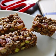 Σπιτικές μπάρες δημητριακών Healthy Granola Bars, Healthy Bars, Healthy Cookies, Healthy Snacks, Eat Healthy, Breakfast Snacks, Breakfast Recipes, Vitamin A Foods, Greek Desserts