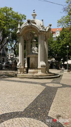There are countless reasons to be charmed by this pretty square, not least of which is Lisbon's most beautiful ruins. The remainings of the splendid Carmo Church are to be found here, standing just as the 1755 Lisbon earthquake left them.