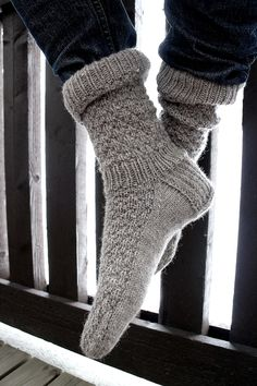Knitting Charts, Knitting Socks, Hand Knitting, Knitting Patterns, Wool Socks, Men's Socks, Leg Warmers, Needlework, Handle