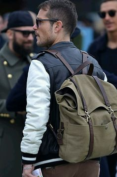 Now this is an awesome bag. Perfect for the stylish working man, wouldn't you agree? Plus it's got plenty of room for whatever is needed throughout the day!