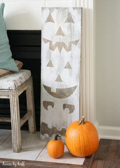 )DIY Fall Decor Idea: Toilet Paper Pumpkins (Cheap & Easy Thanksgiving Decorations - Best Ideas for Thanksgiving Decorating 25 Easy and Cheap DIY Halloween Decoration Halloween Projects, Diy Halloween Decorations, Fall Halloween, Halloween Stuff, Diy Halloween Signs, Halloween Vinyl, Halloween Tricks, Fall Projects, Halloween House