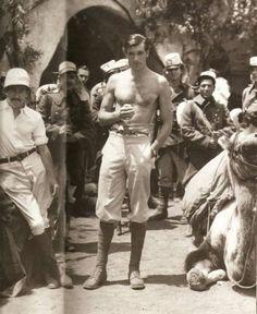 Gary Cooper, 1932 https://www.pinterest.com/pin/77616793556943405/