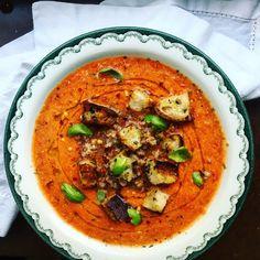 Min ständiga vardagsräddare: snabb vegansk tomatsoppa med matvete och örtkrutonger – Tuvessonskan | Grönt och göttigt vardagskäk Veggie Recipes, Vegetarian Recipes, Snack Recipes, Healthy Recipes, Snacks, Vegan Scones, Scones Ingredients, Dinner On A Budget, Budget Dinners