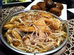 Steamed Free-range Chicken with Enoki Mushrooms & Ginger Diet Ketogenik, Green Beens, Stir Fry Greens, Steam Free, Steamed Chicken, Free Range, No Cook Meals, Food Hacks, Poultry