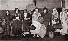 Immigrants Ellis Island 1