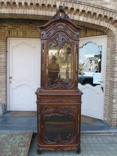 Beautiful Liége Louis 15 style display cabinet in carved oak from Discover more items from Johan Doomen's collection, a professional Belgian antique dealer, on Transferantique. China Cabinet, Carving, Display, Antiques, Beautiful, Collection, Things To Sell, Home Decor, Style