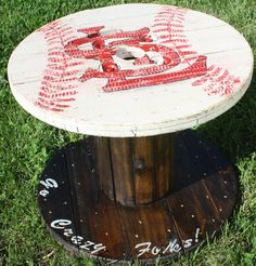 Louis Cardinals Wooden Cable Spool Table, Great for the Mancave or Outdoor Patio or Living Room--Yankees, Braves or Royals please! Wooden Spool Projects, Spool Crafts, Wood Projects, Cable Spool Tables, Wooden Cable Spools, Repurposed Furniture, Pallet Furniture, Furniture Makeover, Pallet Barn