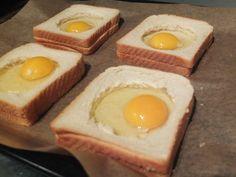Überbackenes Toast mit Schinken und Ei