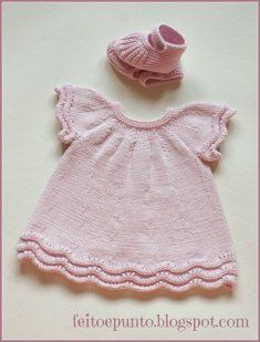 """Cómo se hace- vestido de punto para bebé """"Another non english baby dress."""", """"robe rose This pattern is in Spanish! Does someone want to translate it? Knitting For Kids, Baby Knitting Patterns, Crochet For Kids, Baby Patterns, Crochet Baby, Knitting Ideas, Knit Baby Dress, Knitted Baby Clothes, Baby Cardigan"""
