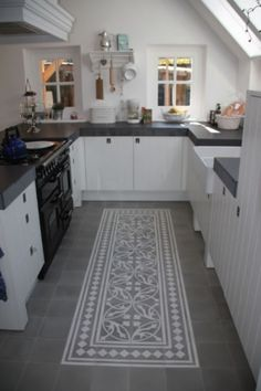 10 ideas for modern kitchen tile patterns - Painted floor tiles Kitchen Floor Tile Patterns, Kitchen Flooring, Kitchen Cabinets, Kitchen Tiles, Kitchen Carpet, Tile Flooring, White Cabinets, Cupboards, Küchen Design