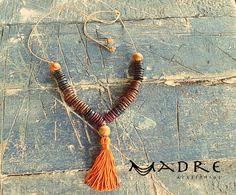 Um colar desses levanta qualquer look!! Muita cor e alegria :)