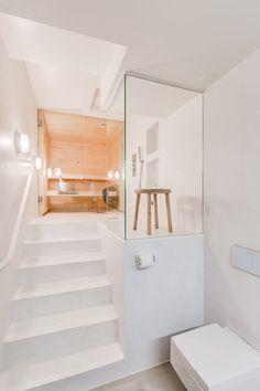 Loft-asunnon moderni saunaosasto