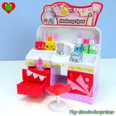 Shopkins Playsets Besides the and there are various playsets that you can get, all with exclusive Shopkins you can only get in the playsets: EASY SQUEEZY FRUIT & VEG STAND. Baby Dolls For Kids, Toys For Girls, Kids Toys, Shopkins World, Birthday List, Birthday Presents, Shopkins Fashion Spree, Shopkins Playsets, Cool Ideas