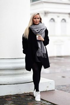 Are you looking for some winter outfits to go to school and college or just to hang out? Today, we're bring you some cool winter outfit ideas. Winter Outfits Women, Winter Fashion Outfits, Autumn Winter Fashion, Fall Outfits, Casual Outfits, Autumn Coat, Looks Black, Winter Mode, Winter 2017